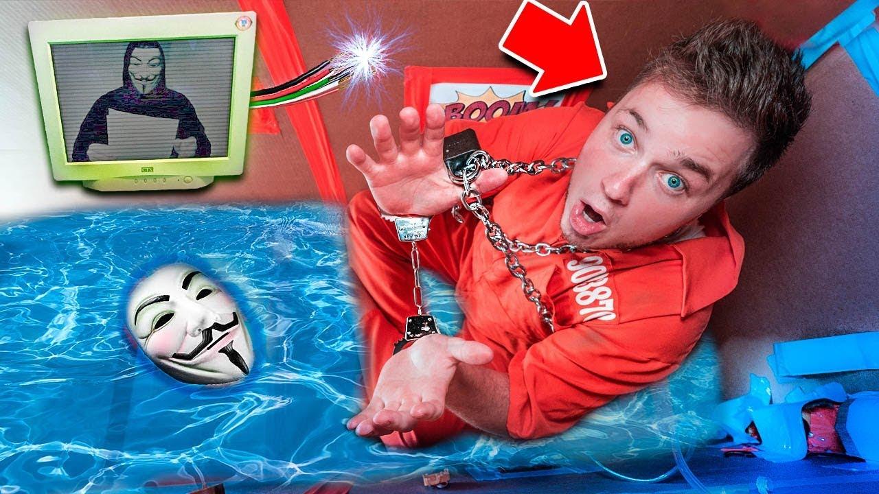 Escape The Game Master Sinking Box Fort Prison Escape Room