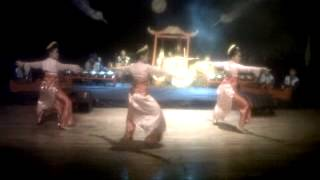 Jaipongan dance with Sundanesse Krawitan at STSI