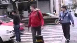 Стоп хам по Английски. Пешеход обучает водителей культуре.(Смелый и отважный пешеход решил научить водителей правильно останавливаться на пешеходном переходе, выраж..., 2014-11-26T14:19:21.000Z)
