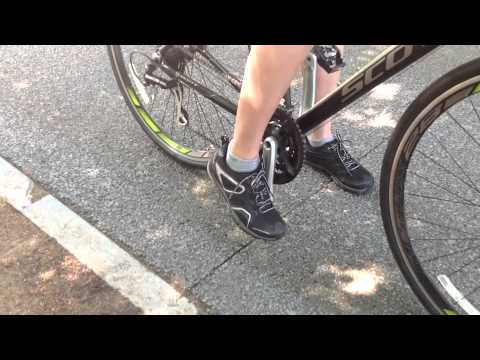 bd5f7ffb383 Bikewhat.com  The existing SPD vs CLICK R - YouTube