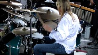 Nicko McBrain peforming Flight of Icarus live @ Rock N Roll Ribs - 4/15/2011