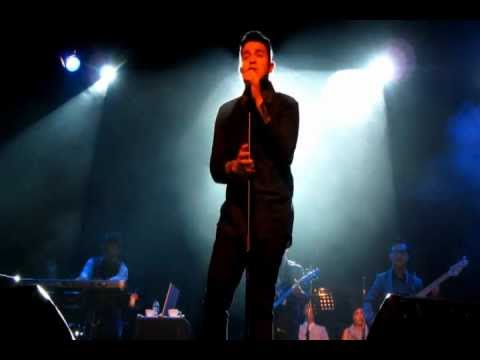 Tulus - Sementara (Float's cover) live at Beyond Sincere Concert