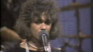 "The Bangles ""Hero Takes a Fall"" (Live)"