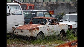 Due sane risate tra vecchie auto  arrugginite - Fiat 600 Vignale  e Lancia Flavia