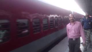 Video 12393 Sampoorna Kranti Express arriving Patna Jn on platform #4 download MP3, 3GP, MP4, WEBM, AVI, FLV Mei 2018