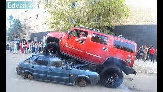 видео: HUMMER и УАЗ давят, переезжают авто. Перетягивание Range vs Chevrolet Suburban vs Hummer. Тюнинг шоу