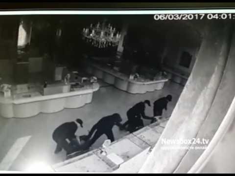 5597d439ee16 Дерзкие налетчики за минуту с небольшим обчистили ювелирный магазин во  Владивостоке - Смотреть фильмы онлайн бесплатно