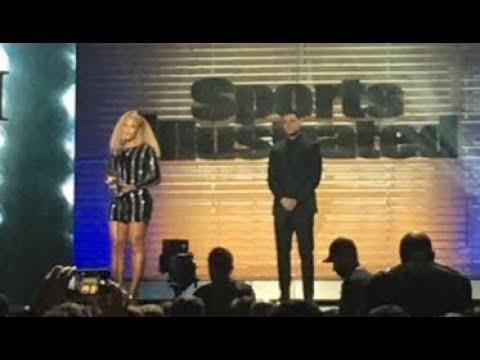 Beyonce surprises, presents Colin Kaepernick with Muhammad Ali Legacy Award