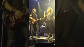 Carrie Underwood with Keith Urban - The Fighter (Live @ Adelaide Entertainment Centre)