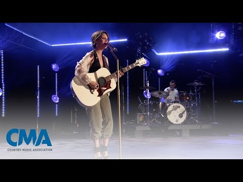 Maren Morris - I Could Use A Love Song | CMA Fest 2017 | CMA