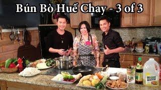 Ca Sỉ Lưu Việt Hùng's Cooking Show vơí Phuong Nguyen - Bún Bò Huế Chay - 3/3
