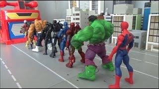Spiderman 10 Super Heroes Enter the garage toys play 스파이더맨 10명 슈퍼히어로 차고지 들어가기 장난감 놀이