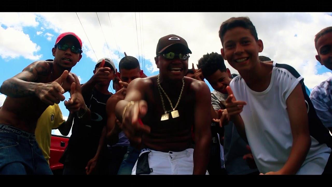 Mc Refinho - Favelado Chique [Vídeo-Clipe Oficial] Prod. DJ Rhuivo.