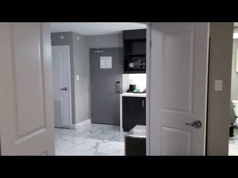 Embassy Suites By Hilton Toronto Airport | Room 215  \ Chambre 215