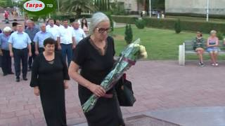В День государственной символики Республики Абхазия в Гагре возложили цветы к памятнику В Ардзинба