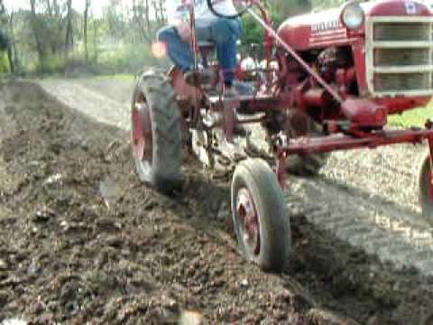 Farmall Cub Moldboard Plowing 2010 Youtube