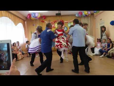 Танец пап и дочек.Выпускной в д/с 14 г.Сызрань.