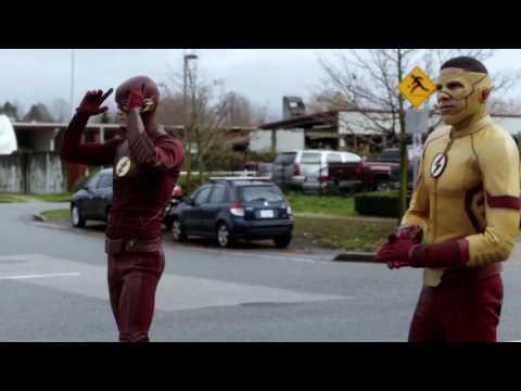 Flash beats Kid Flash in a race