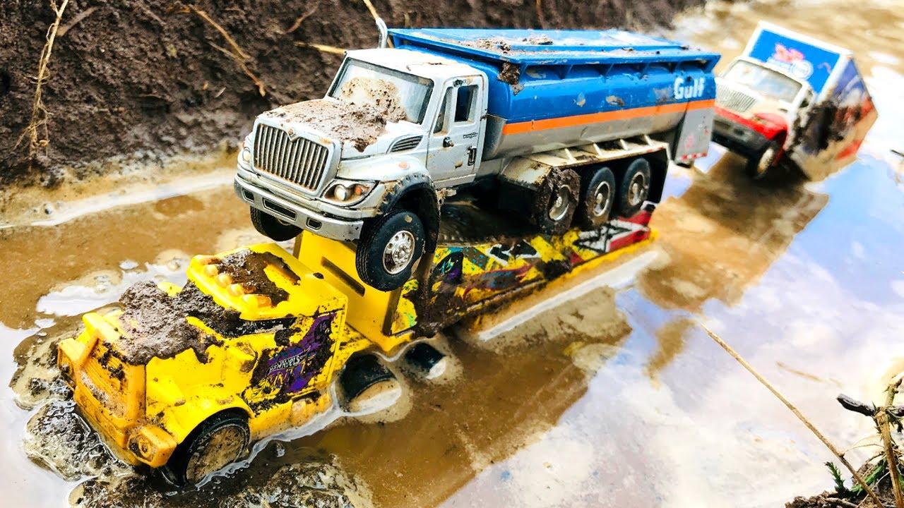 Carros y Camiones Infantiles Caen al Agua - Choque de Coches para Niños