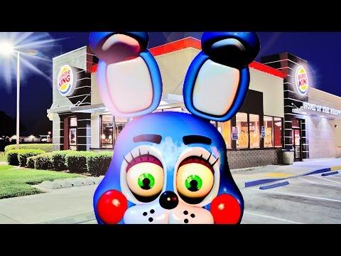 BURGER-EATING BONNIE!   Bonnie Visits Burger King (Gmod FNAF)