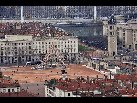 Places to see in ( Lyon - France ) Place Bellecour