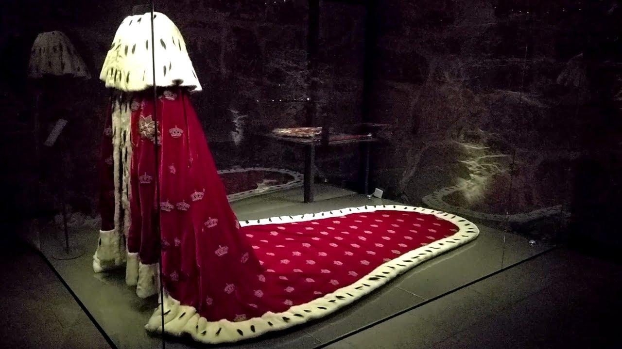Viewing The Crown Regalia Crown Jewels Of Norway In