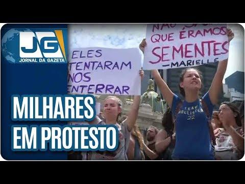 Milhares se reúnem no RJ em protesto contra assassinato de vereadora