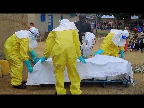 شاهد: تعقيم منزل شاب في الكونغو يعتقد أنه قضى لإصابته بفيروس إيبولا…  - نشر قبل 3 ساعة