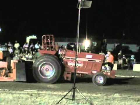 2011 Tractor Pull - Dresden, ON -  10,000lbs Super Farm