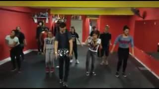 Studio de Dança Alessandro aula do professor Alessandro Cardoso