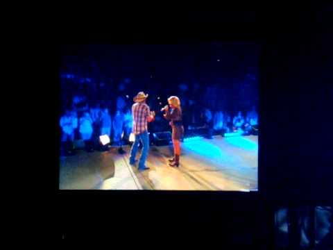 Jason Aldean and Lauren Alaina - Don't you wanna stay here a little while