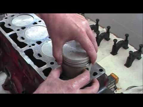 Einbau Kolben - Motorüberholung B18 / B20