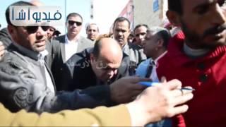بالفيديو:محافظ مطروح يلبى طلبات المواطنين  خلال جوله ميدانية