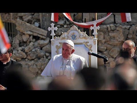 البابا يصلي لراحة ضحايا الحرب فوق ركام كنائس الموصل ويصف تناقص أعداد المسيحيين بـ-الضرر الكبير-…  - 09:58-2021 / 3 / 7