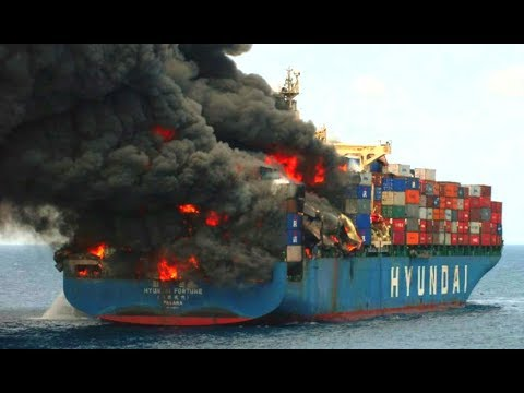 Large Container Ships Crashing & Caught In Storm