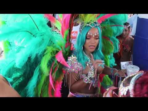 Rihanna enseña sus poderes en el carnaval de Barbados
