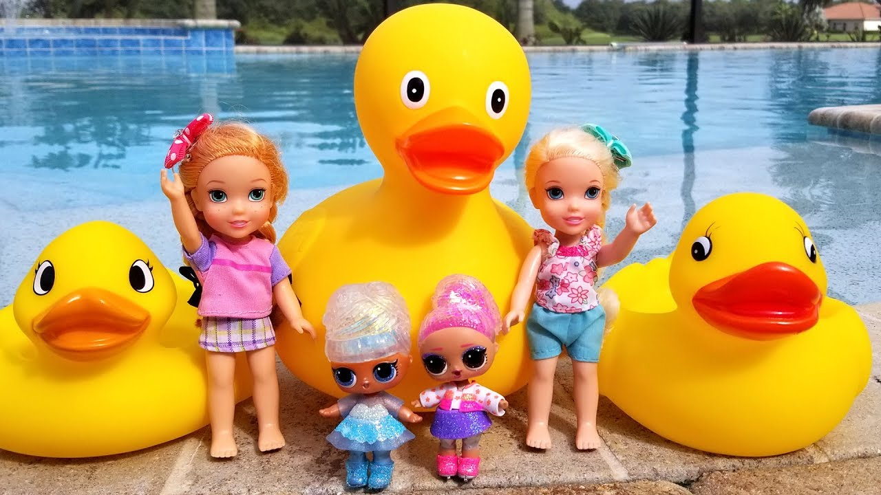 Download Play by the Pool ! Elsa and Anna toddlers - Ducks - LOL dolls - water fun - splash - slide