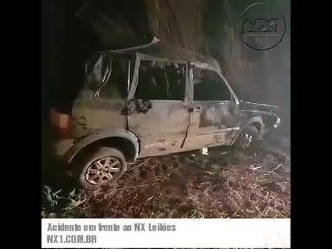 Mulher é arremessada de veículo durante capotamento e morre
