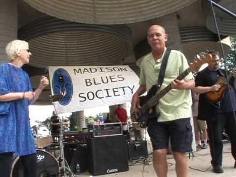 Shari Davis & the hoochy koochy band