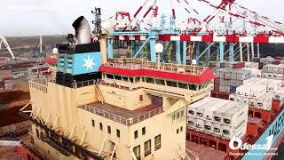 Odessa1.com - Водный фейерверк и разгрузка контейнеровоза Maersk в терминале ТИС