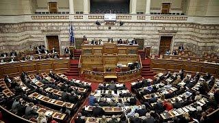 برلمان اليونان يُصوِّت لإصلاحات جديدة مقابل تسلُّم 12 مليار من الدائنين
