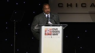 Willie Horton accepts Beacon of Change Award