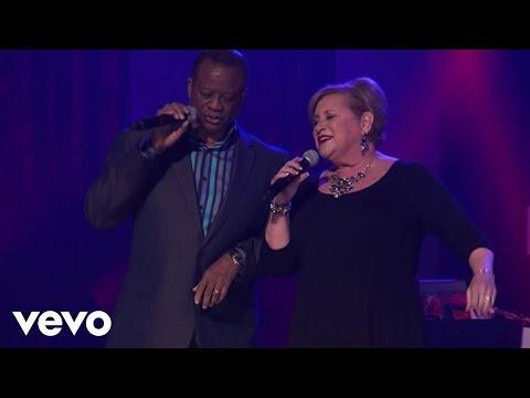 Larnelle Harris, Sandi Patty - I've Just Seen Jesus (Live)