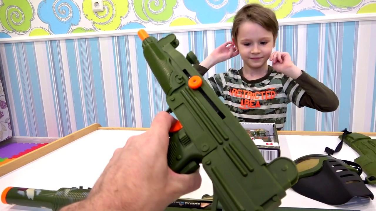 Макс и его игрушки Военный набор и оружие для детей - childrens military set unpacking