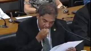 شاهد...سقوط أسنان سياسي برازيلي أثناء إلقاء خطبة على الهواء