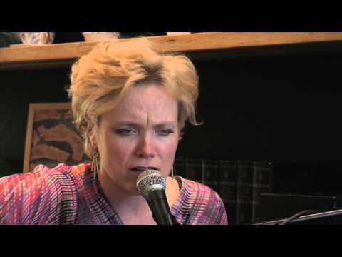 Ane Brun - Signing Off (Live)