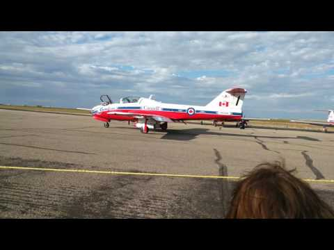 Snowbirds taxiing in Swift Current