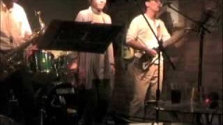 高知の歌謡曲バンド「テリーズ」の2009年11月の演奏です. 毎月第1土曜...