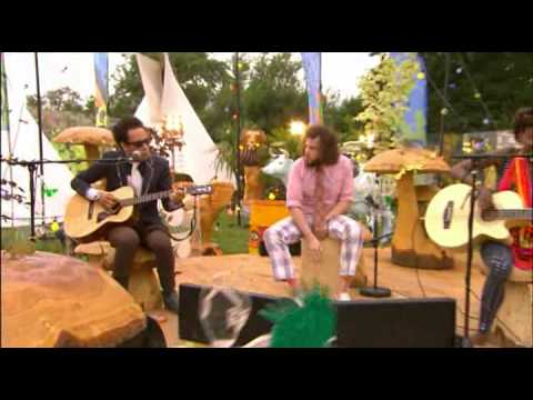 Noisettes - Never Forget You Acoustic Version Glastonbury 2009