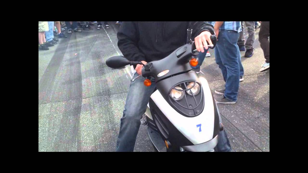 scooter does burn out runs from cop h2o youtube. Black Bedroom Furniture Sets. Home Design Ideas